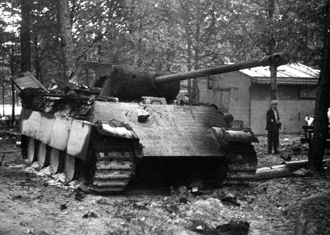 Panther détruit au Bois de Boulogne